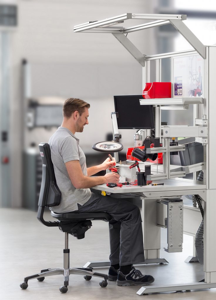 ergonomisch optimaler Industriearbeitsplatz